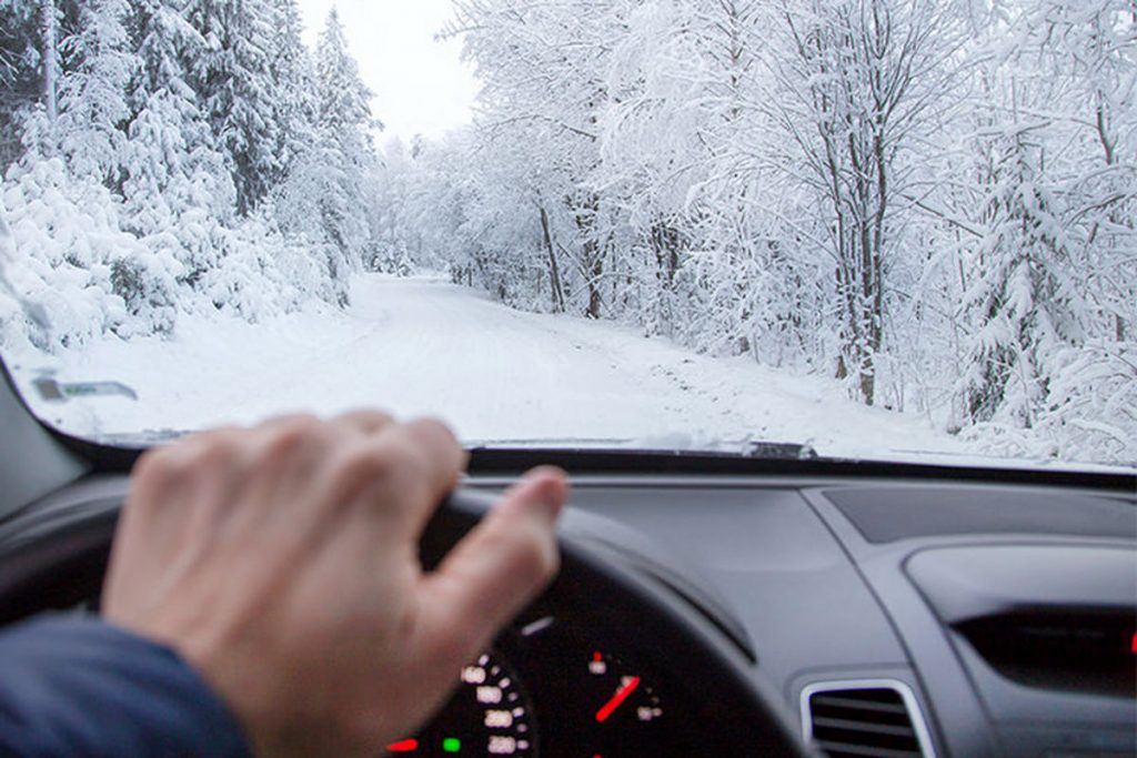 نکات مهم رانندگی در هوای برفی با خودروهای اجارهای