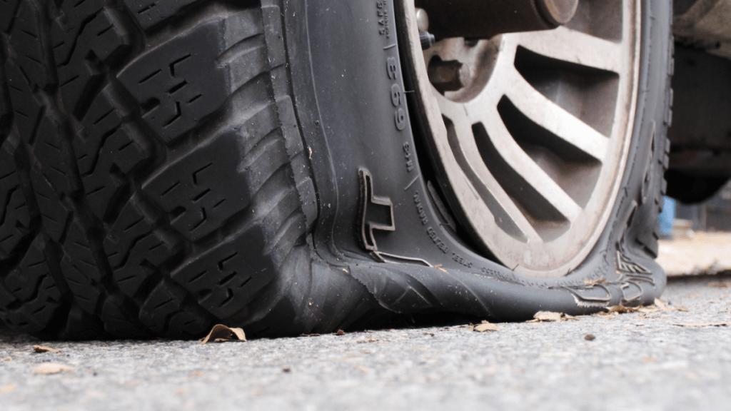 اگر خودروی اجارهای لاستیک آن بترکد چه کاری باید انجام دهید؟