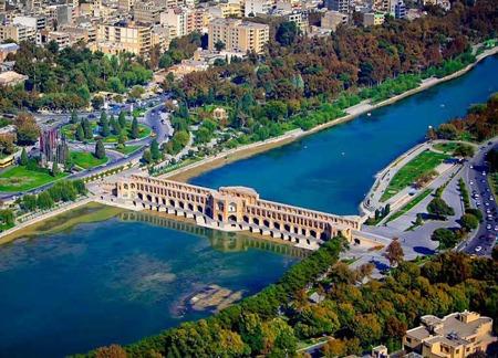 شهر زیبای اصفهان و گردش با اجاره خودرو آراد سیر